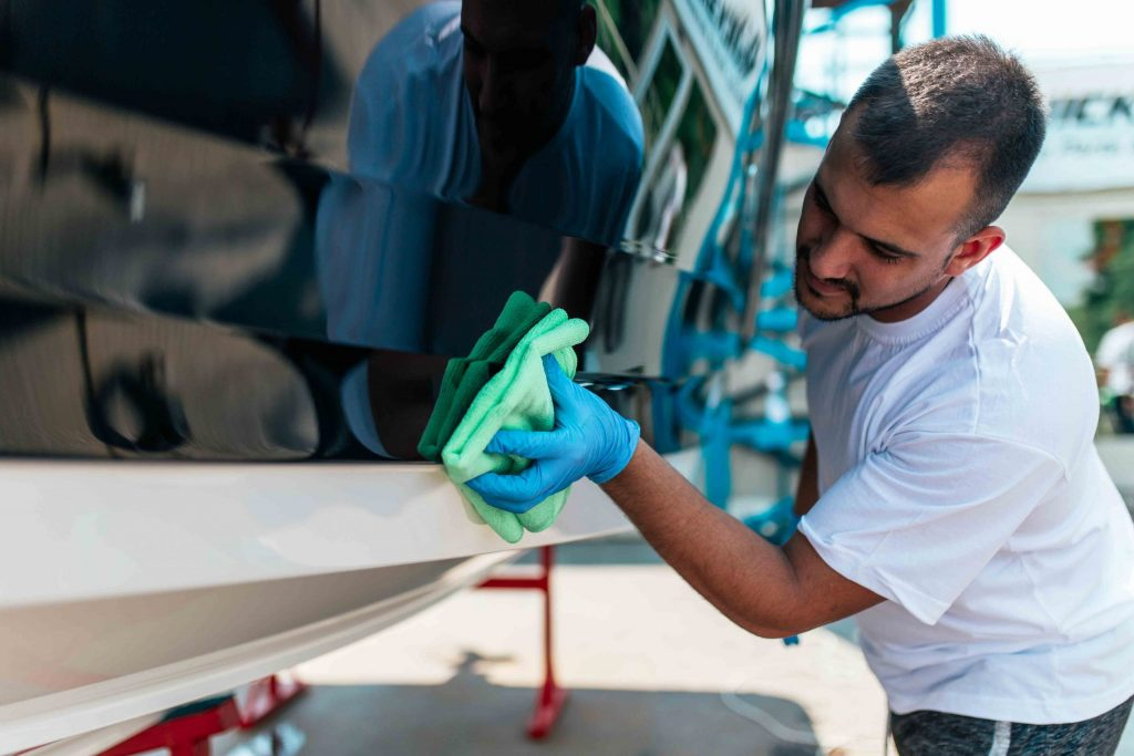 Applying Protective Coatings to Boat Hull Antifouling
